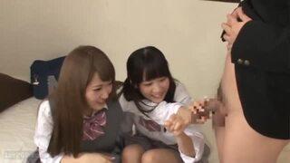 【包茎xデカチンx3P】制服女子校生のフェラマニアたちに包茎を引っ張られたw『大きくなってきたねッ!!』